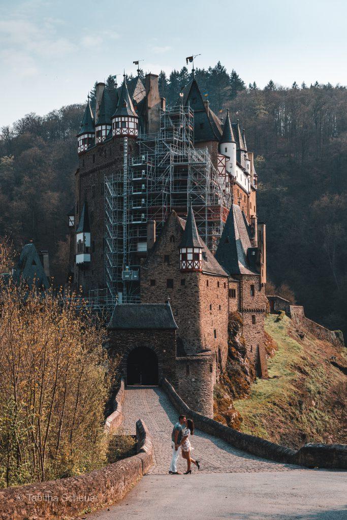 Burg Eltz Travel Couple |Reisen als Paar |Deutschland |Solo Travel in Germany |Eltz Castle