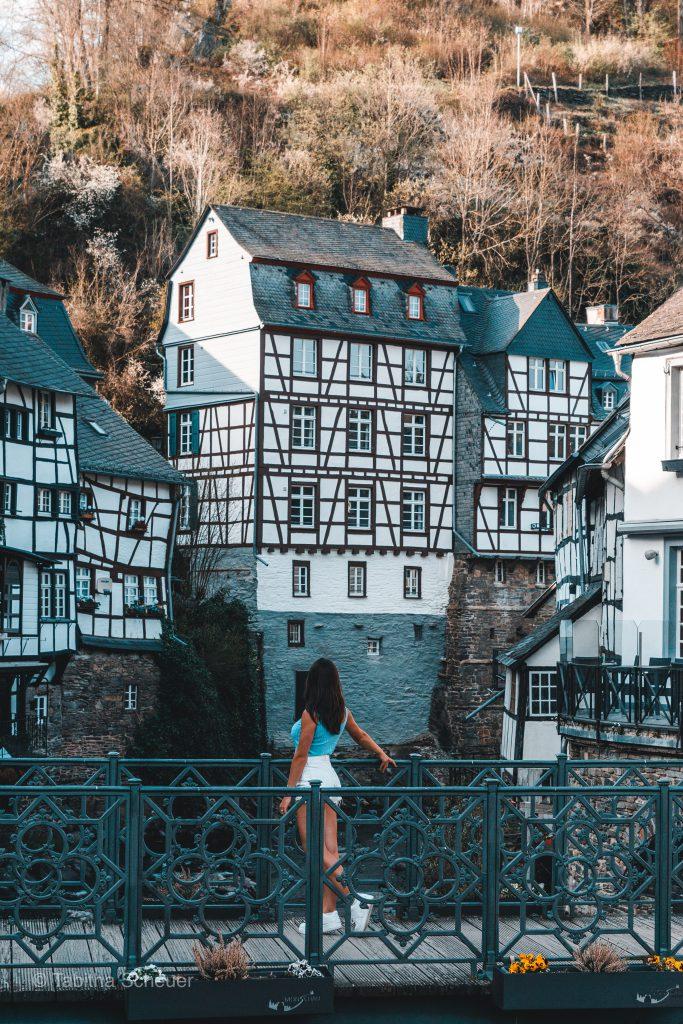 Girl in Monschau |Monschau Deutschland