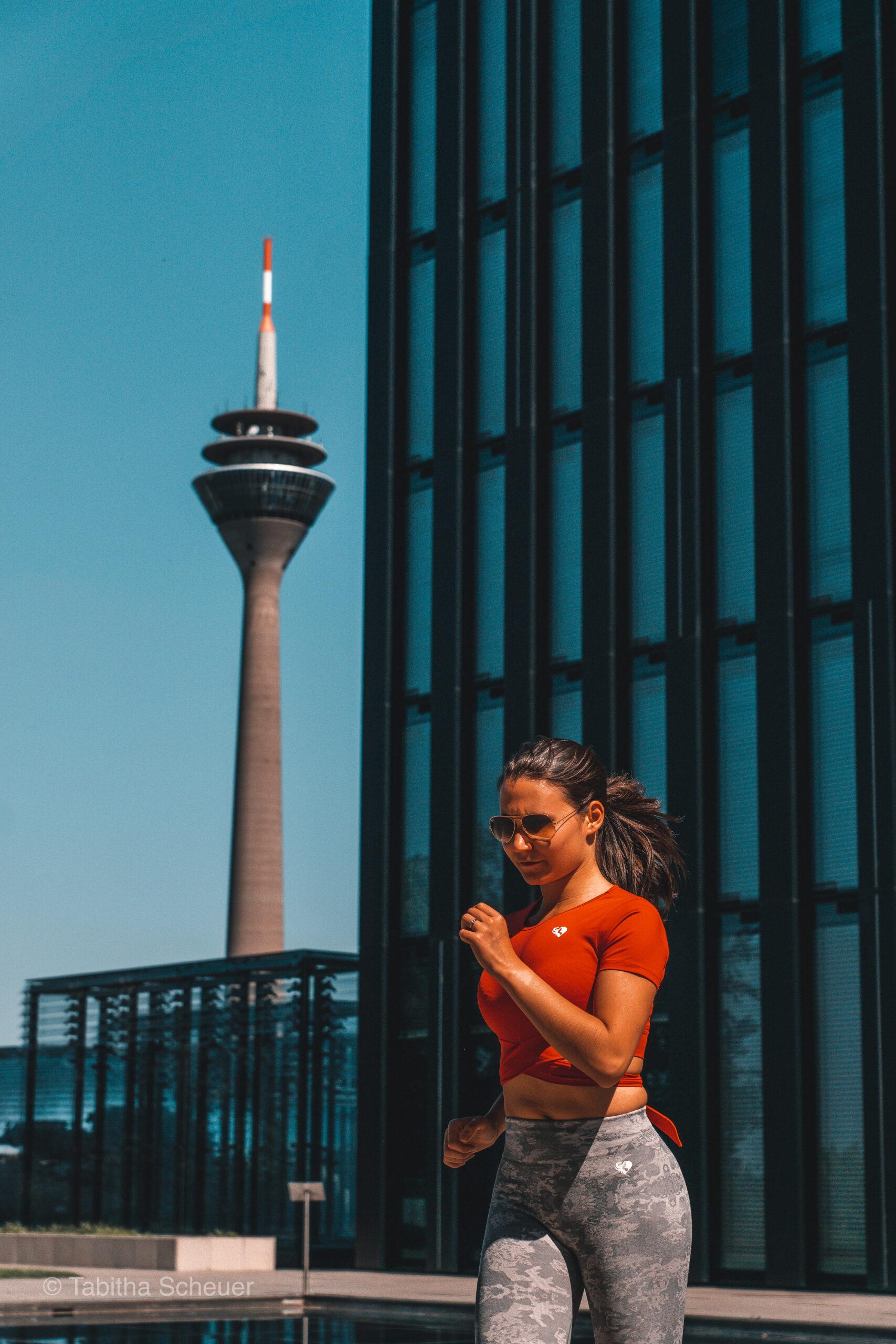Running through Düsseldorf |Photography Poses for Women