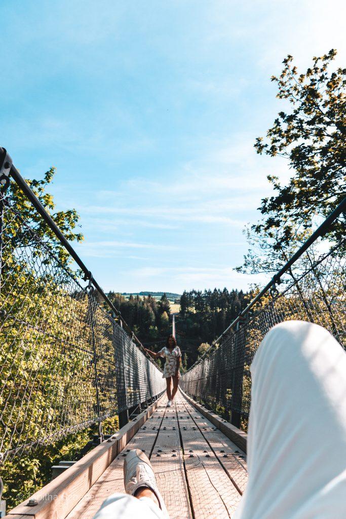 Creative Travel Couple Pictures |Photo from Hängeseilbrücke Geierlay