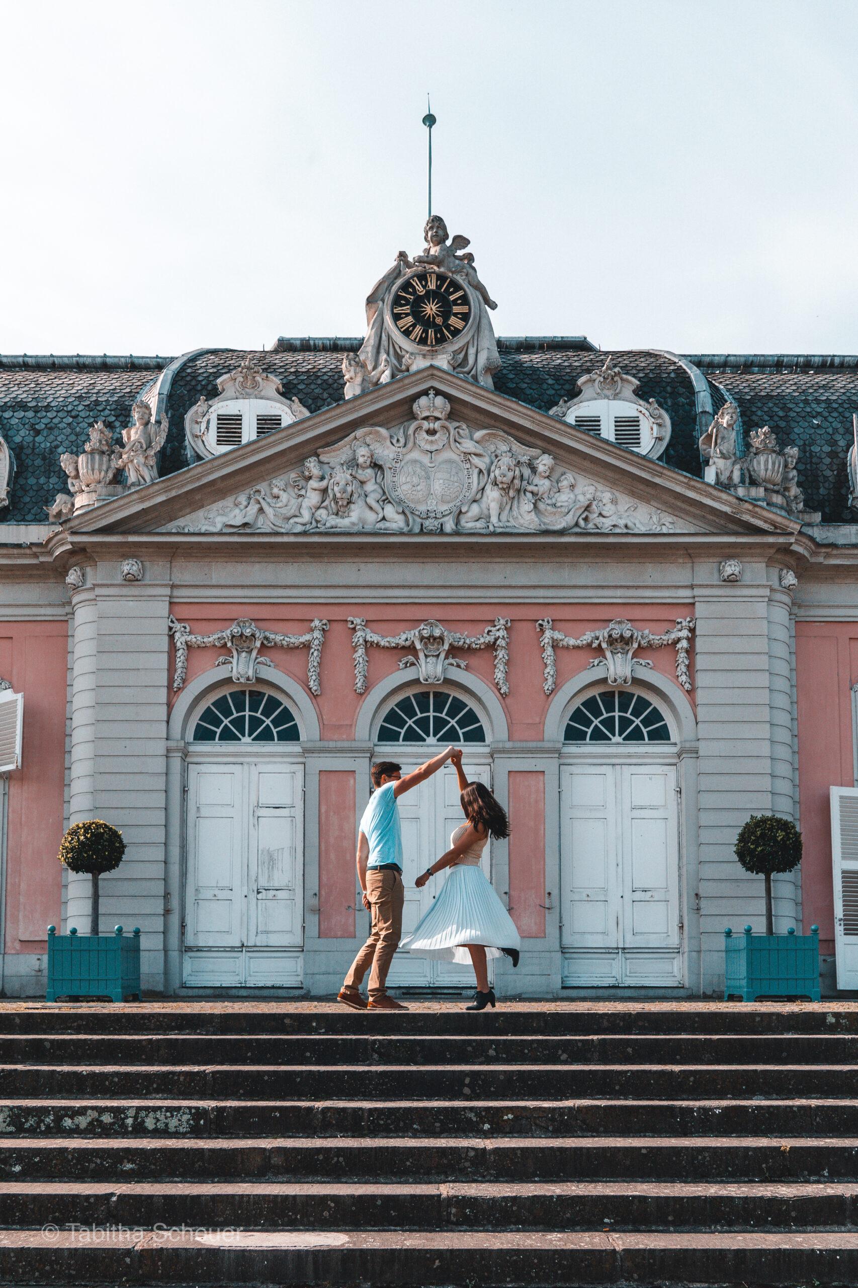 Schloss Benrath Düsseldorf | Couple Posing Guide