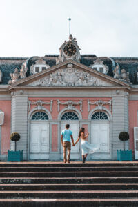 Schloss Benrath in Düsseldorf | Couple Posing Guide