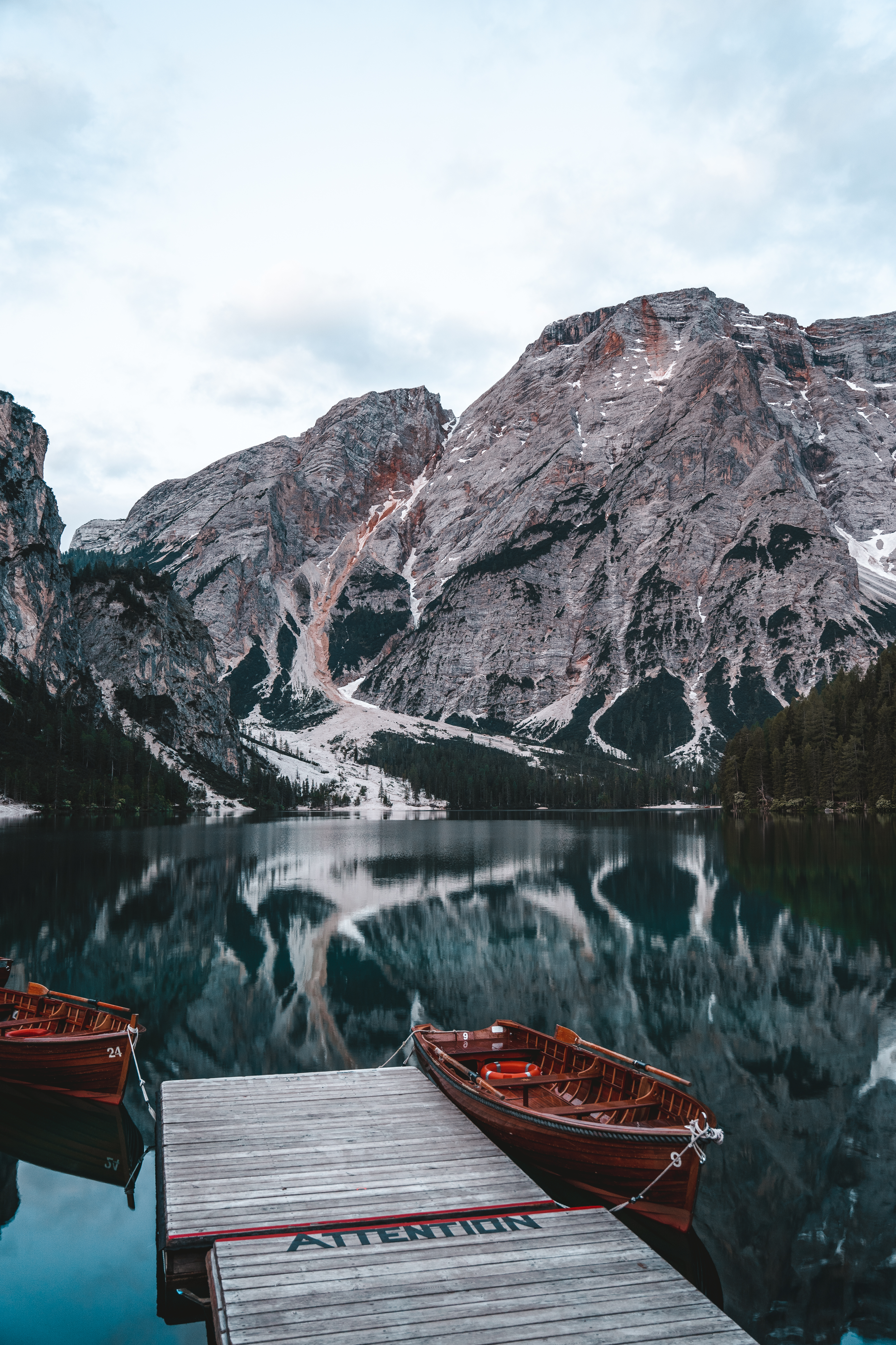 Travel Couple Guide to Lago di Braies