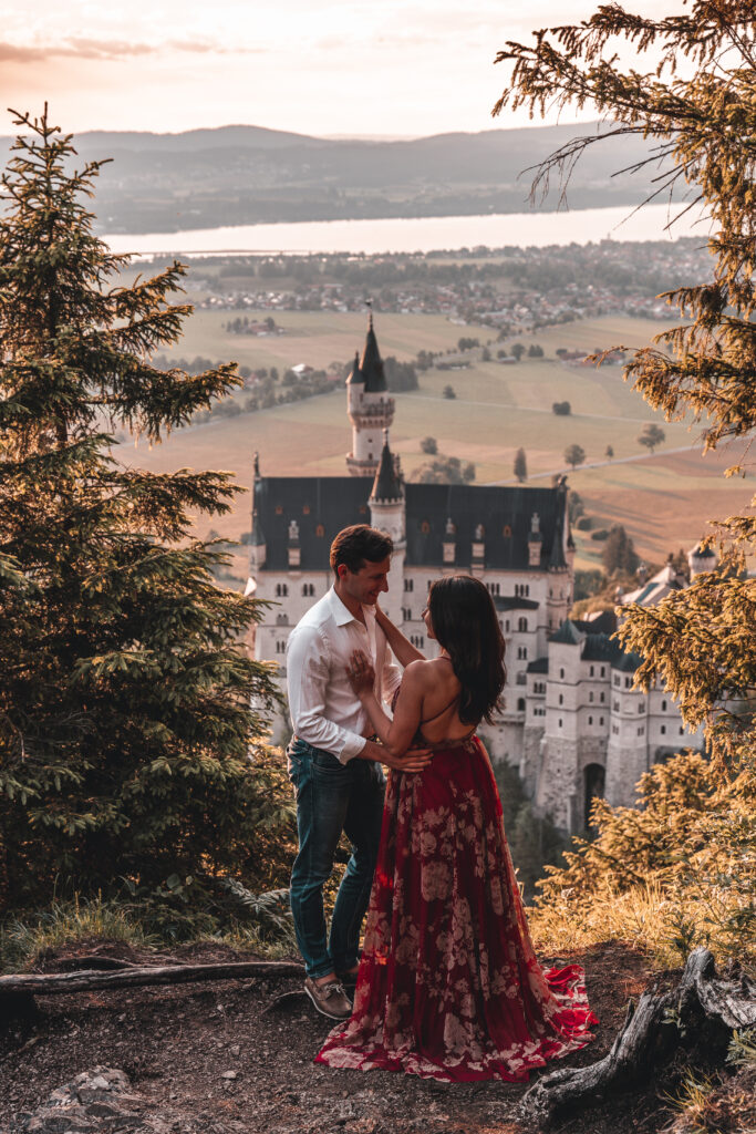 Neuschwanstein Castle Photography | Romantic couple photography at Schloss Neuschwanstein