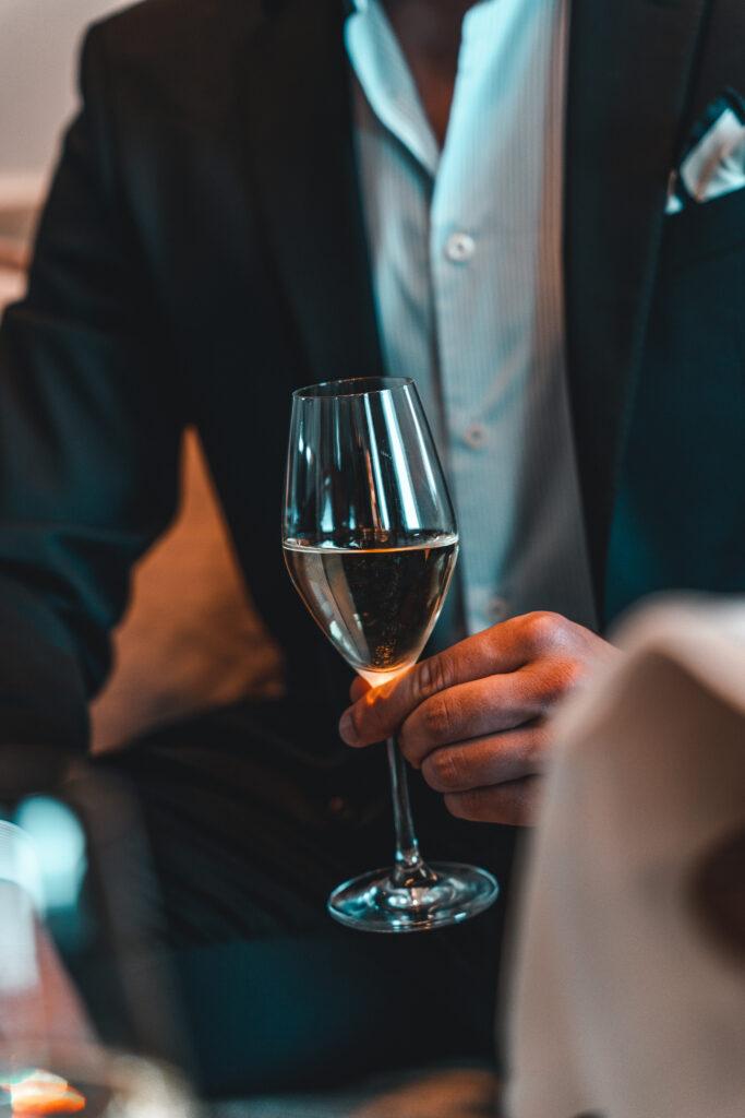 Fairmont Hotel Vier Jahreszeiten   Detailshot Champagner Glas