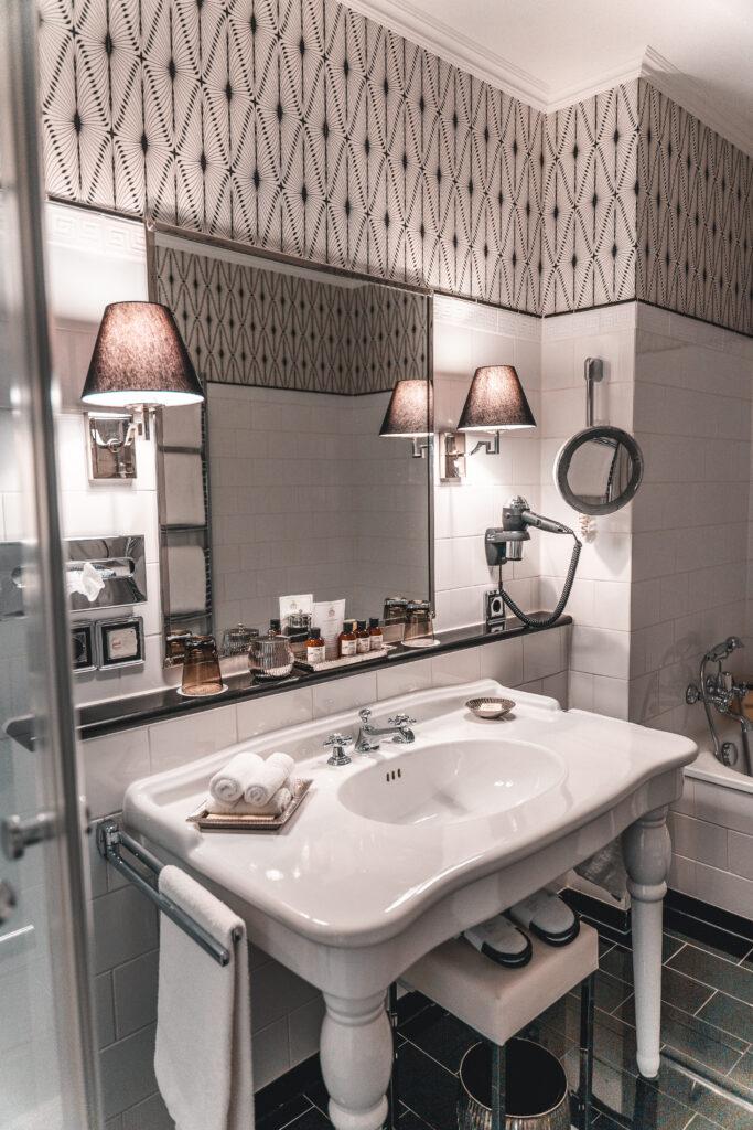 Fairmont Hotel Vier Jahreszeiten Hamburg | Bathroom Photography
