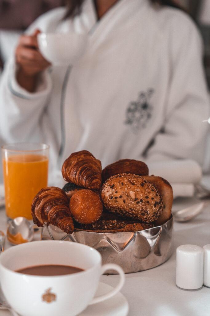 Fairmont Hotel Vier Jahreszeiten  In-Room Breakfast Detailshot by Tabitha & Florian