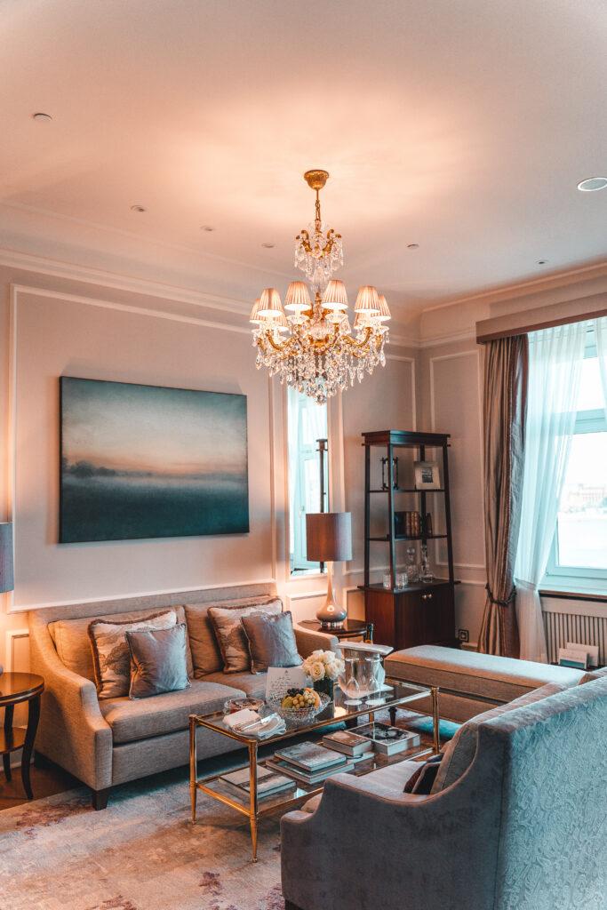 Fairmont Hotel Vier Jahreszeiten |Living Room of Ingrid Bergman Suite